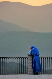 prayer_nun on balcony