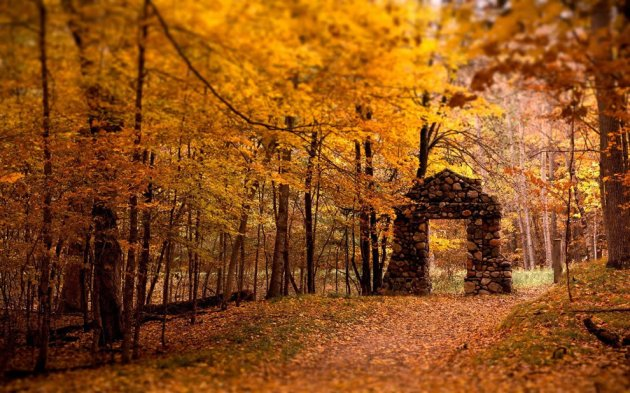 stone-gate-autumn